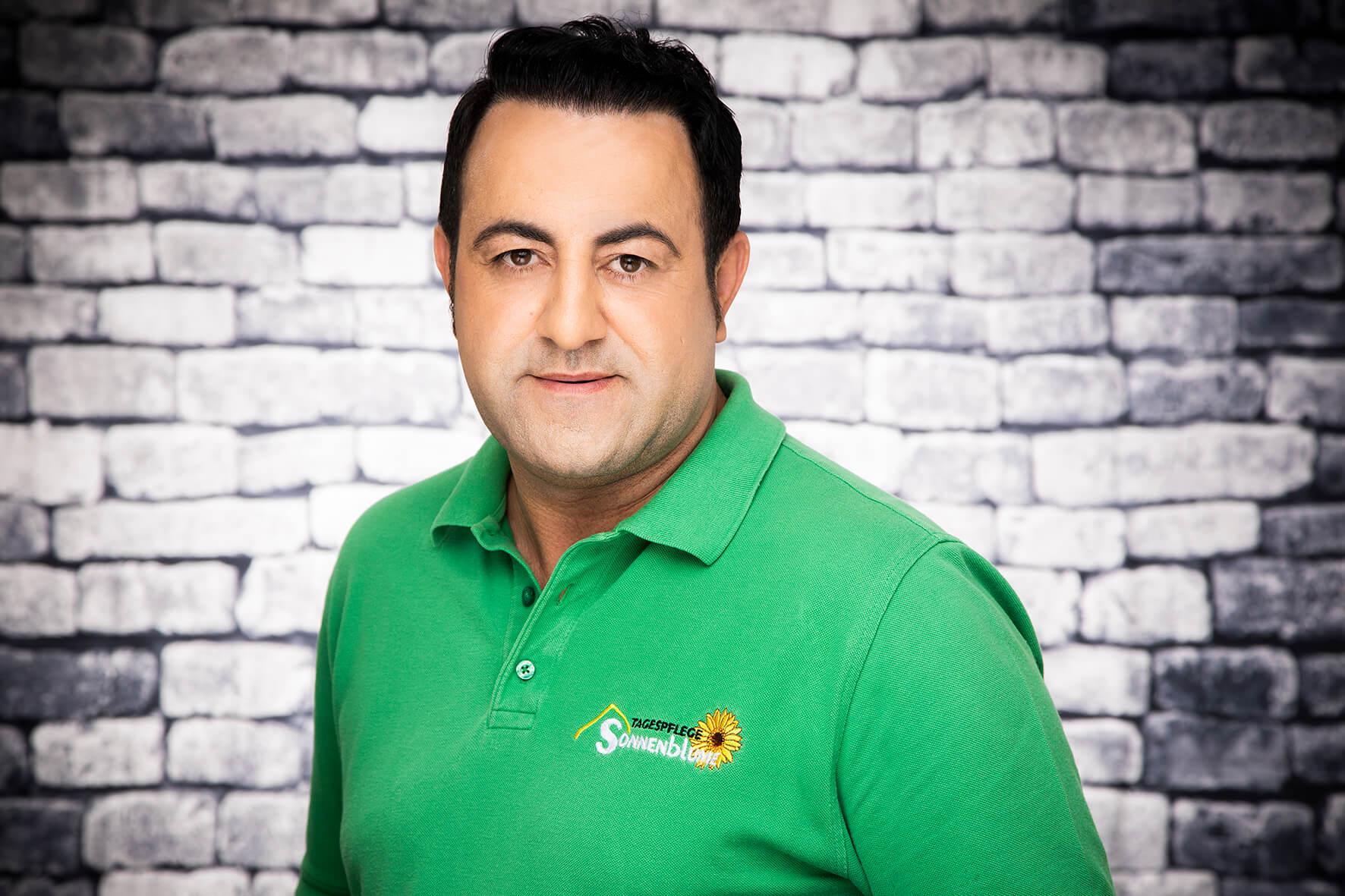 Mitarbeiter Ahmad Fakhro bei der Tagespflege Gelsenkichen