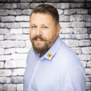Stellvertretende Pflegedienstleiter Björn Schmiedel bei dem Pflegedienst Sonnenblume