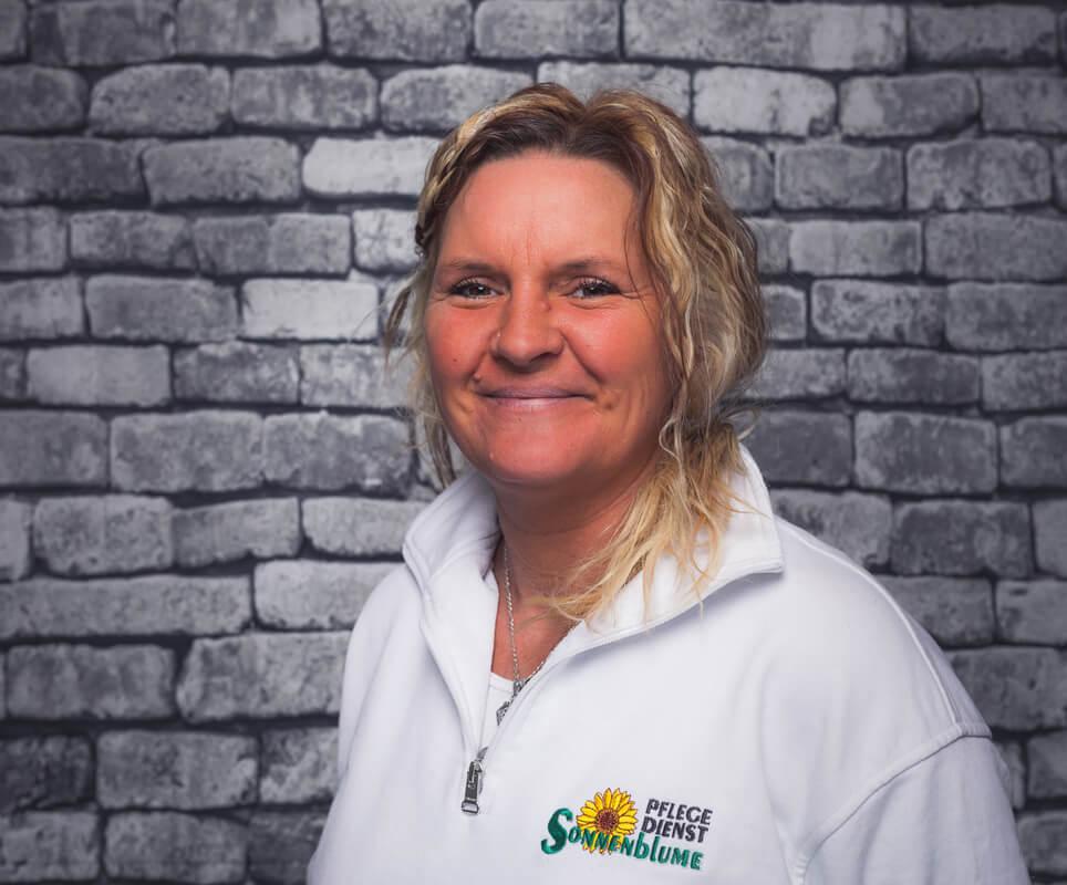Mitarbeiterin Andrea Bellharz bei dem Pflegedienst Sonnenblume